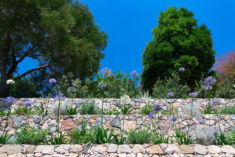 crystal-sea-hotel-marina-agro-taormina-garden-Holiday-Sicily-Relax-flowers-silence-pace