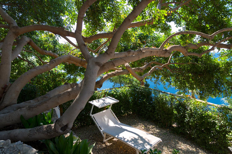 crystal-sea-hotel-marina-agro-taormina-pool-garden-Holiday-Sicily-Panorama-Relax-chaise-longue-silence-pace