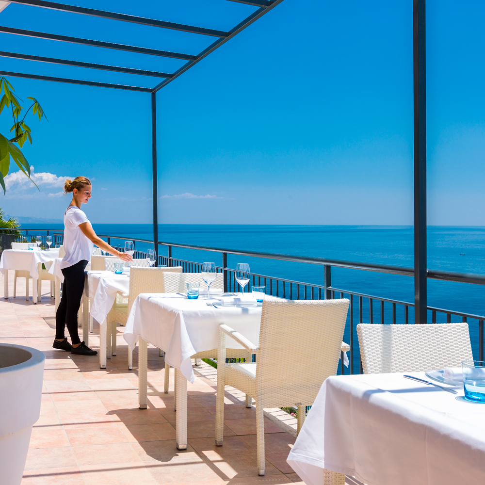 crystal-sea-hotel-marina-agro-taormina-pool-garden-Holiday-Sicily-Restaurant