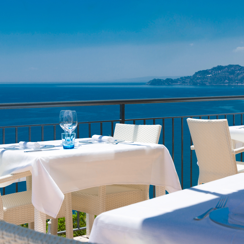 restaurant-crystal-sea-hotel-marina-agro-taormina-pool-garden-Holiday-Sicily-Restaurant